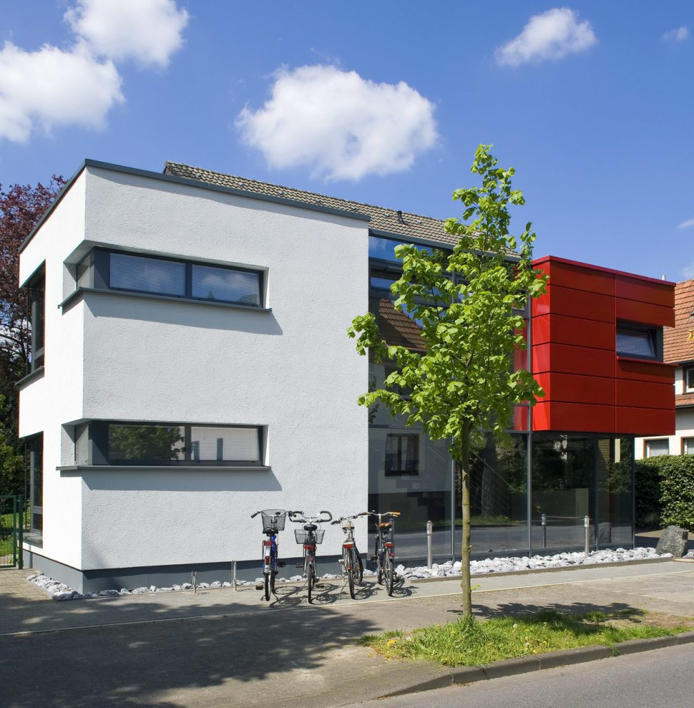 Praxis Gebäude Baum Fahrrad Fenster